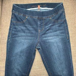 EUC Jag Jeans Size Small.